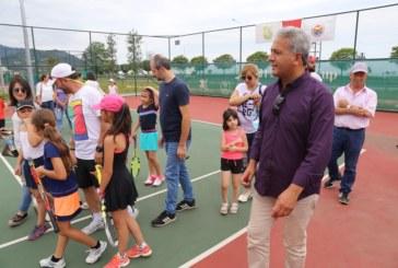 Arhavi'de 8-9-10 Yaş Tenis Yaz Kupası Başladı