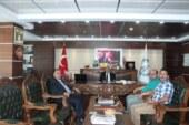 Kars TSO Ve İran İş Adamları Hopa TSO'yu Ziyaret Etti Kars Ticaret ve Sanayi Odası Meclis Üyesi Nurullah Karaca, İran iş adamı Ali Davarpanh ve İsa Rizae Hopa TSO'ya ziyaret gerçekleştirdiler.