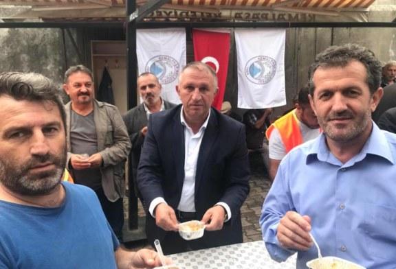 Kemalpaşa Belediyesi'nden Vatandaşlara Aşure İkramı Kemalpaşa Belediyesi, muharrem ayı dolayısıyla belediye binası önünde vatandaşlara aşure ikramında bulundu.