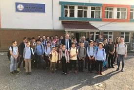Vali Doğanay, Borçka'da Köy Okulunu Ziyaret Etti