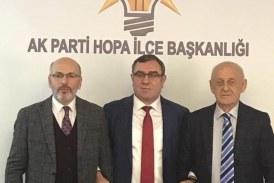 HOPA AKPARTİ BELEDİYE BAŞKAN ADAYI OLARAK KEMAL GAZİOĞLU'NU AÇIKLADI Hopa'da AK Parti'de uzun süredir beklenen Hopa Belediye Başkan adayı olarak Ak parti ve MHP'nin İttifak adayı olarak Kemal Gazioğlu'nu açıkladı.
