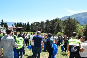 Artvin Belediyesi Halkla El Ele Kafkasör Yaylasının Çöplerini Topladı